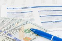 Relatório financeiro com conceito do negócio do dinheiro e da pena Fotografia de Stock