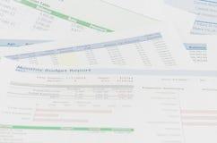 Relatório financeiro com conceito do negócio do dinheiro e da pena Imagens de Stock