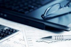 Relatórios do mercado de valores de acção. Foto de Stock Royalty Free