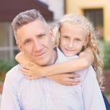 relaties papa dochter hitte Familie Liefde Verzacht Greep royalty-vrije stock foto