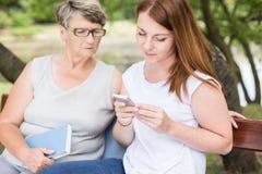 Relation entre générations entre deux femmes Images stock