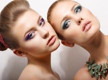 Relations. Portrait de belles femmes affectueuses. Tendresse et fraîcheur Image stock