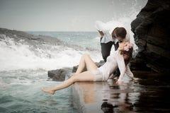Relations Romance d'amants d'océan de plage d'amour de couples d'engagement Photographie stock libre de droits