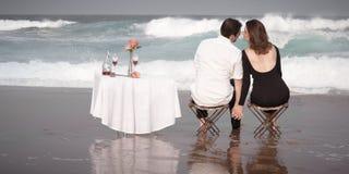 Relations Romance d'amants d'océan de plage d'amour de couples d'engagement Image stock