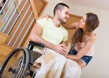 Relations romantiques dans la chaise invalide Image libre de droits
