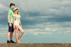 Young couple looking up against sky Stock Photography