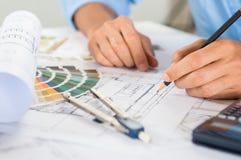 Relator Drawing Blueprints fotografia de stock royalty free