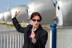 Relatore femminile della TV Immagini Stock