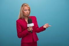 Relatore molto bello della TV Immagini Stock Libere da Diritti