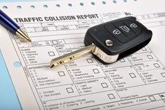 Relatório do impacto e chave do carro Fotografia de Stock Royalty Free
