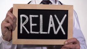 Relax написанный на классн классном в руках психолога, рекомендации анти--стресса стоковое изображение rf