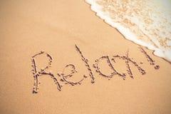 Relax escrita en la arena Fotos de archivo