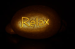Relax escrita en piedra de la lava Imagen de archivo libre de regalías