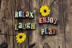Relax genießen glücklichen Spaß der Lachenspielliveliebe lizenzfreies stockfoto