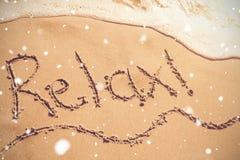 Relax scritto sulla sabbia Fotografia Stock Libera da Diritti