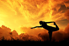 Relax yoga woman and sunset silhouette Royalty Free Stock Photos