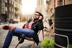 Relaxamento com música Foto de Stock Royalty Free
