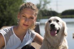 Relaxamento com o cão Imagens de Stock Royalty Free