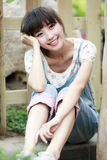 Relaxamento da menina de Ásia ao ar livre Imagem de Stock