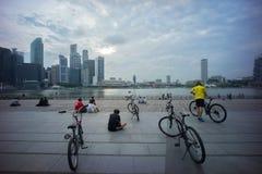 Relaxamento em Marina Bay Fotografia de Stock