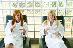 Relaxamento em um deckchair imagem de stock royalty free