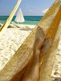 Relaxamento em um Hammock imagens de stock royalty free
