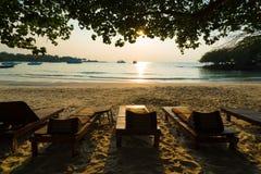 Relaxamento em uma praia Imagens de Stock Royalty Free