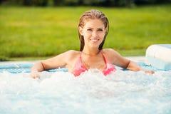 Relaxamento na banheira de hidromassagem Imagens de Stock Royalty Free
