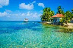 Relaxamento na casa de praia Imagens de Stock Royalty Free