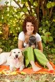 Relaxamento na natureza com animais de estimação Imagem de Stock Royalty Free