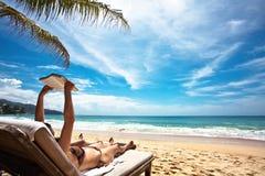 Relaxamento na praia Imagens de Stock