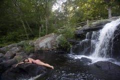 Relaxamento nas rochas Imagem de Stock