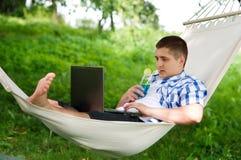Relaxamento no hammock Fotografia de Stock