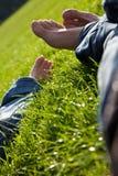 Relaxamento no prado Imagens de Stock