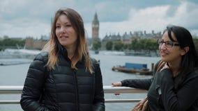 Relaxamento no rio Tamisa - viagem da cidade a Londres vídeos de arquivo