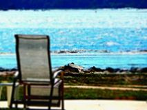 Relaxamento pelo mar imagens de stock royalty free