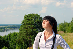 Relaxation attrayante de jeune dame Photographie stock