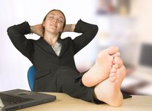 Relaxation d'affaires au bureau Photographie stock libre de droits