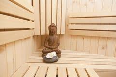Relaxation dans le sauna photo stock