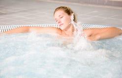 Relaxation de bain de bulle Images libres de droits