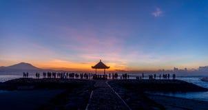 Relaxation de lever de soleil de Bali Photos stock
