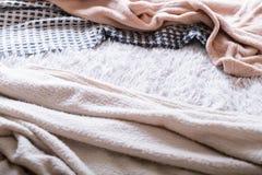 Relaxation douce confortable de sommeil de tissu de literie malpropre photographie stock libre de droits