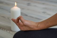 Relaxation, exercice, mains, yoga Respiration appropriée photo stock