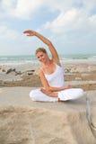 Relaxation par la plage photographie stock libre de droits
