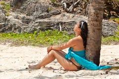 Relaxation sous le palmier Images libres de droits