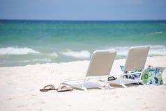 Relaxation sur la plage photos stock