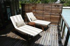 Relaxationg Deckchair op Balkon royalty-vrije stock foto's