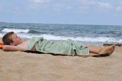 Relaxe após nadar Fotos de Stock Royalty Free