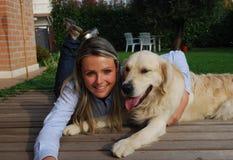 Relaxe com meu cão Imagem de Stock Royalty Free