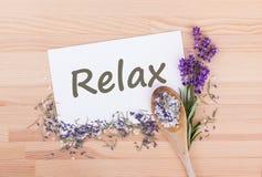 Relaxe com sal, alecrins e alfazema foto de stock